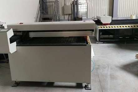 Laser cutting equipment for acrylic sheet